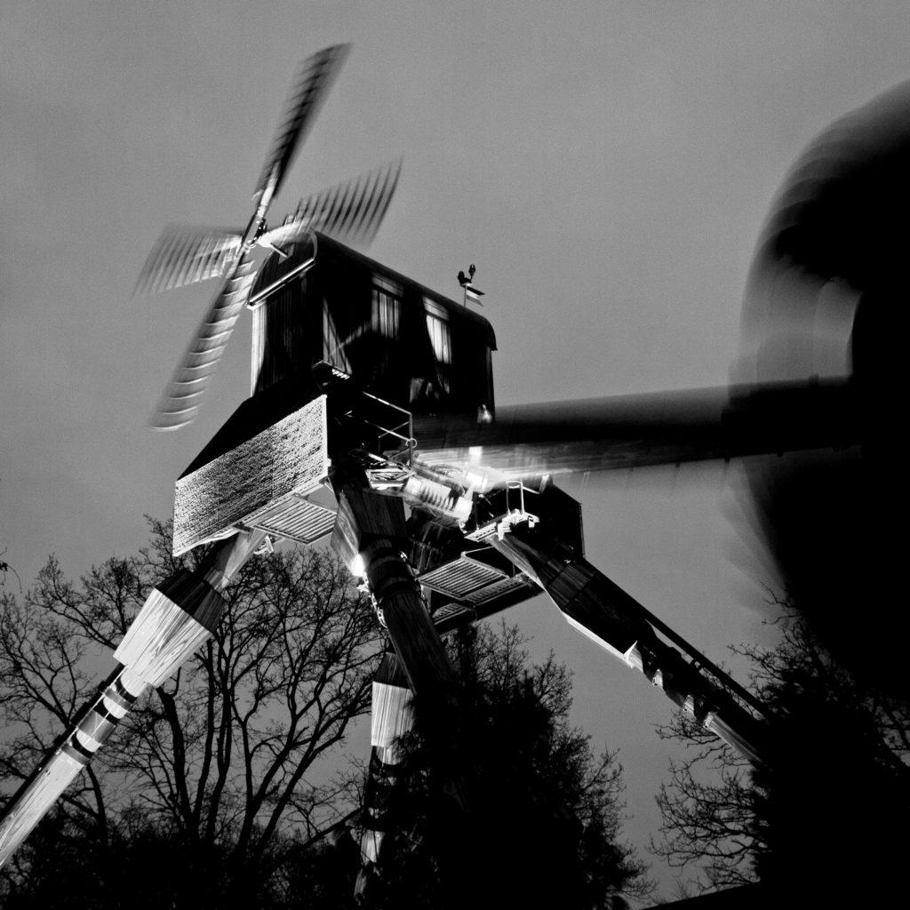4-Mad Mill bij nacht - 70x70